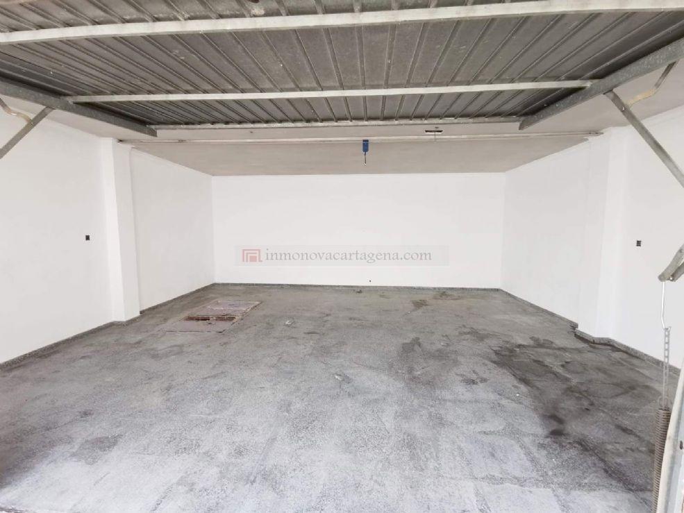 Alquiler de Cochera cerrada en LOS BARREROS